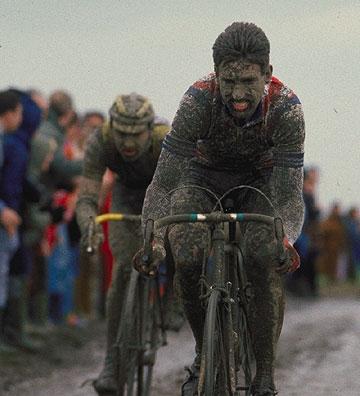 El irlandés Sean kelly venció dos veces en la Paris-Roubaix, probablemente la carrera más dura del calendario ciclista.