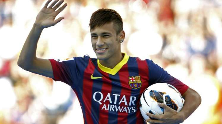 Neymar fue presentado en el Camp Nou ante 56.500 espectadores.