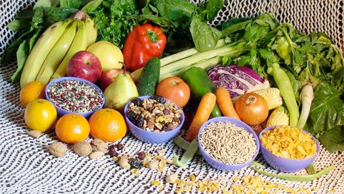 Dieta variada rica en fibras y en hidratos.