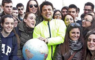 Mientras recorre el mundo Ignacio también descubre el lado humano de cada país