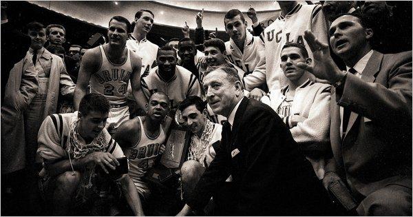 John Wooden es el entrenador más laureado del baloncesto universitarios en EEUU (Foto: NYTimes.com)