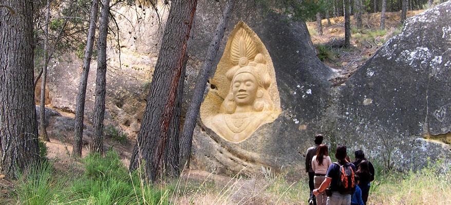 Esculturas y naturaleza en comunión en la Ruta de las Caras.