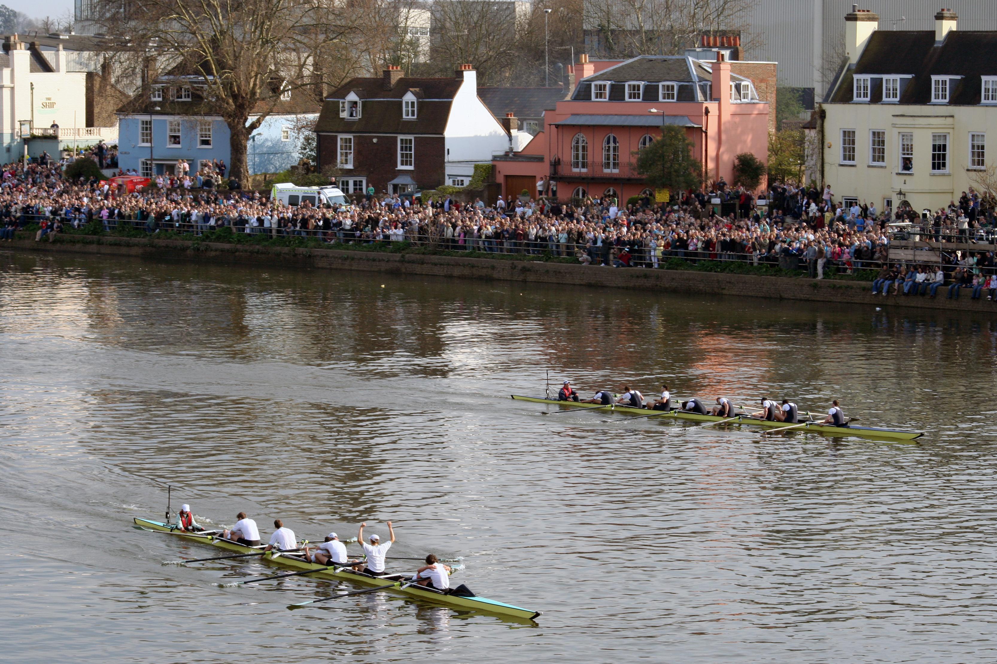 La regata entre Oxford y Cambridge lleva enfrentando a los remeros de las dos prestigiosas universidades desde 1829.