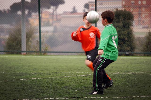 Los deportes de equipo desarrollan sus habilidades sociales. (Foto: Geonmangio, de Flickr)
