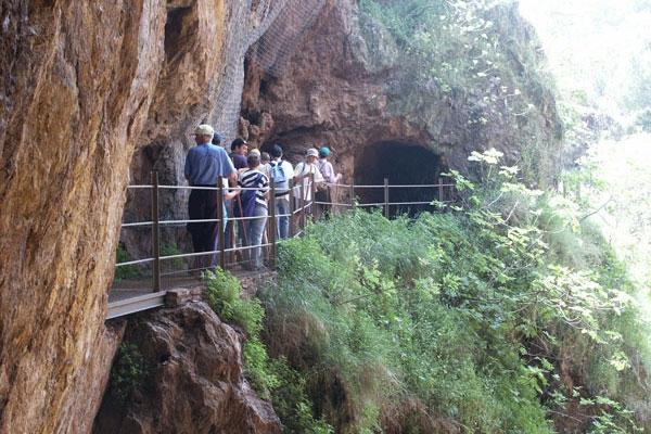 La ruta comienza potente a través de las galerías de la Mina de la Jayona.