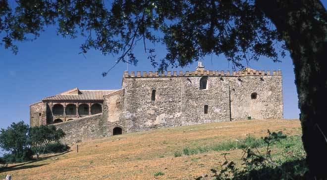 La llegada al Monasterio de Tentudía, el objetivo de la ruta.