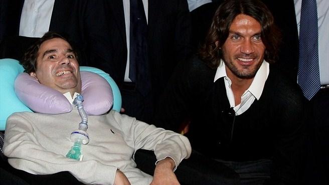 Stefano Borgonovo con Paolo Maldini cuando ya estaba muy enfermo de ELA.