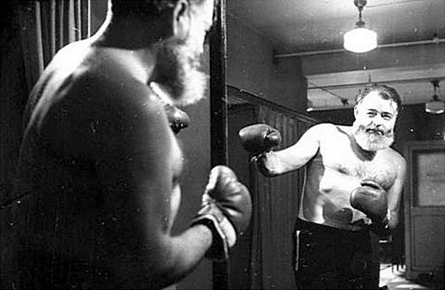 Hemingway adoraba crear un cuadrilátero improvisado para montar una pelea.