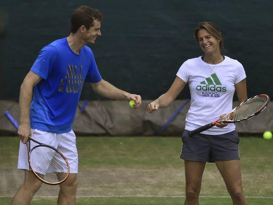 El jugador escocés Andy Murray es actualmente entrenado por la ex tenista francesa Amelie Mauresmo.