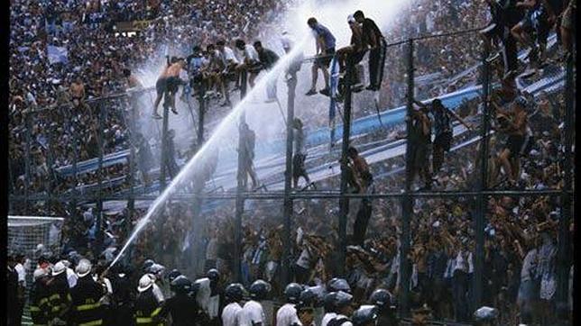 En Argentina se está intentando controlar la violencia entre las barras bravas.