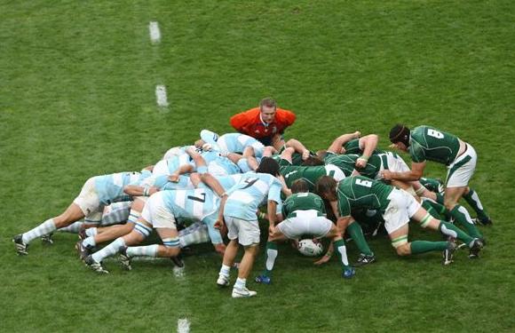 La melée es una de las jugadas más características del rugby.