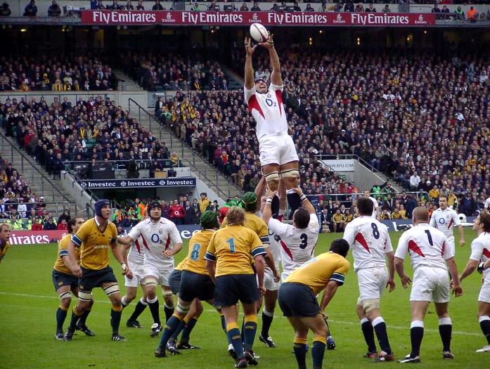 El saque de banda en el rugby se conoce como Touch.