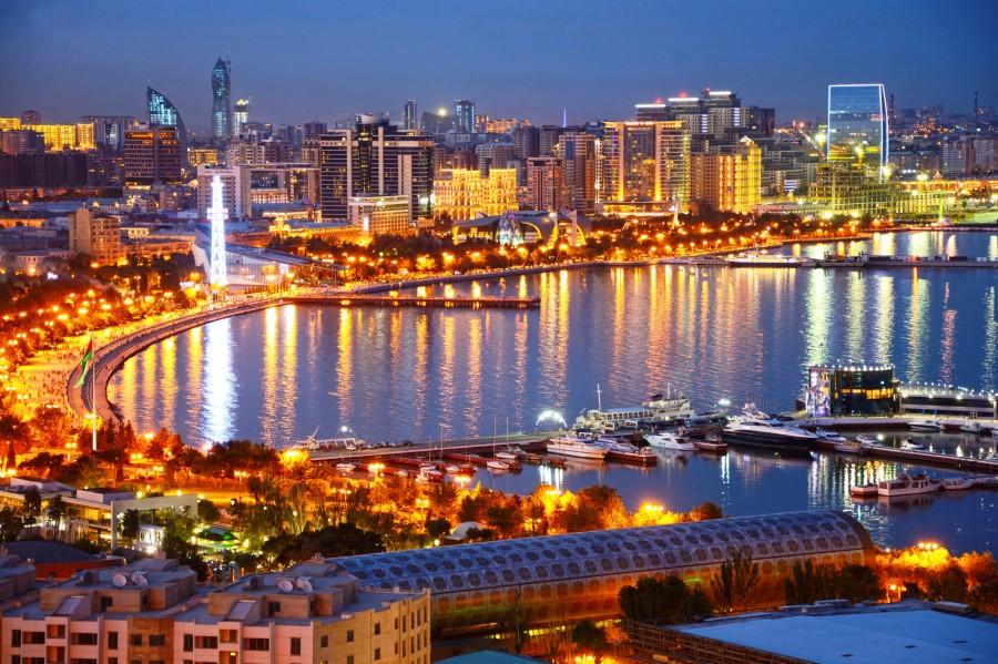 Bakú mezcla tradición con modernidad.