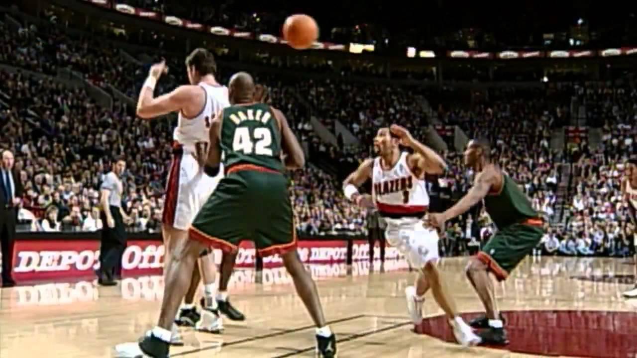Pese a estar ya físicamente disminuido, Sabonis aún maravilló a la NBA con su juego de pívot total.
