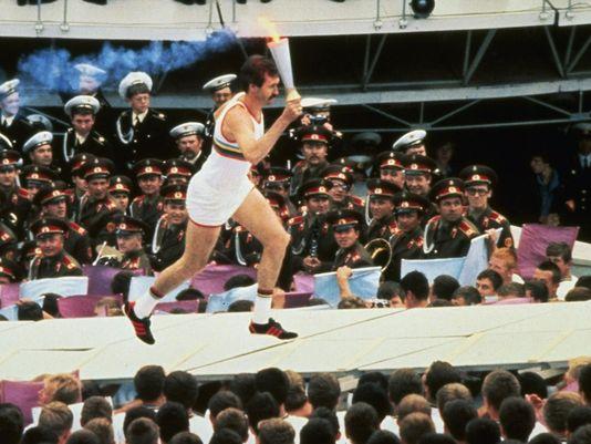 Como homenaje a su trayectoria, Sergei Belov fue el encargado de prender la antorcha olímpica en los JJoo de Moscú.