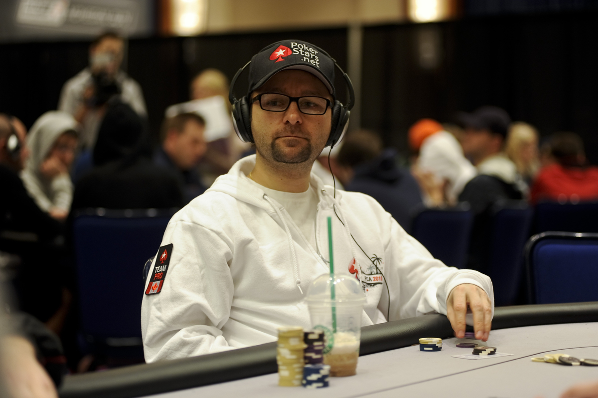 Daniel Negreanu. la estrella mundial del póker, escucha diferentes tipos de música según los momentos de las partidas.