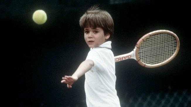 Agassi, con 7 años, restaba miles de pelotas al día en su propia casa.