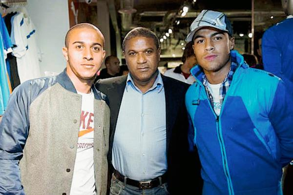 Mazinho Alcántara ha tenido dos hijos muy talentosos, Thiago y Rafinha.