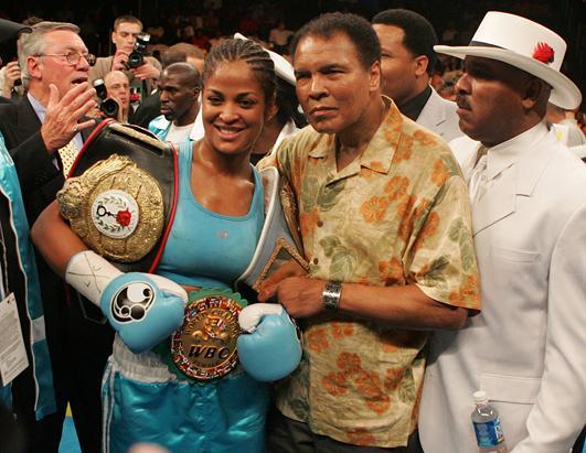 La hija de Muhammad Ali tuvo un breve paso por el boxeo profesional femenino.