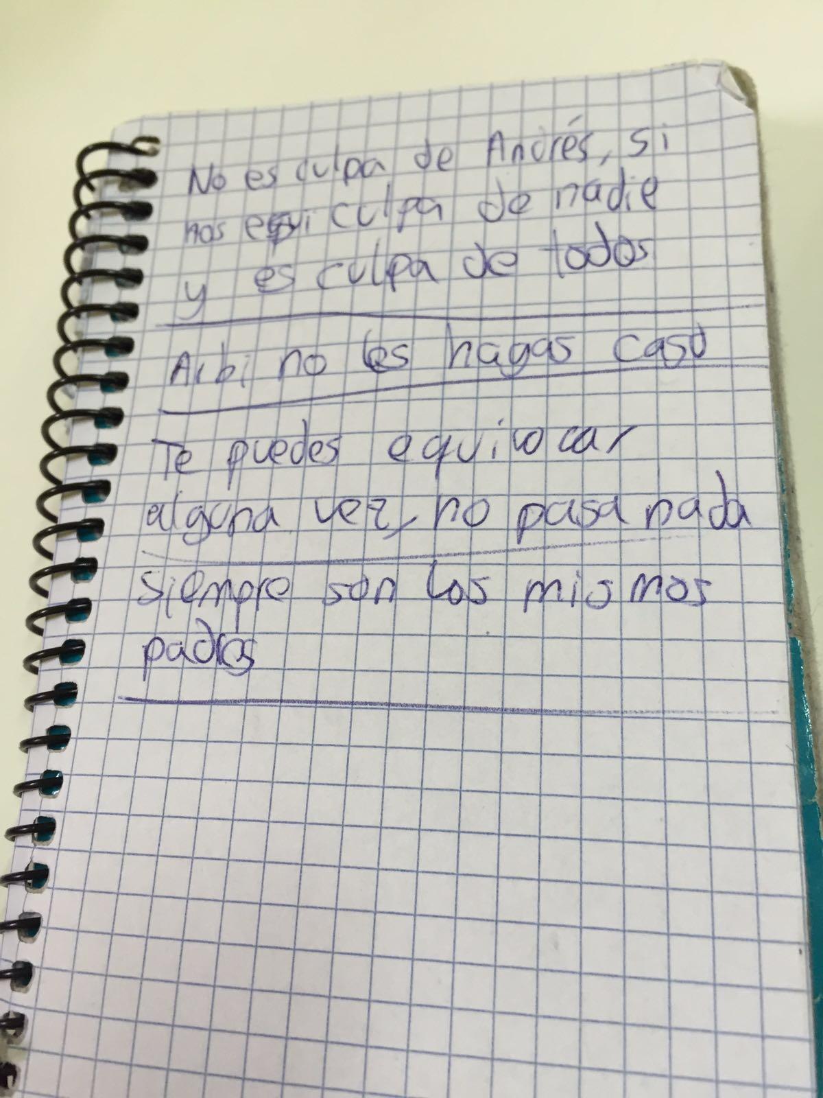 Cuaderno donde el joven colegiado anota las incidencias.