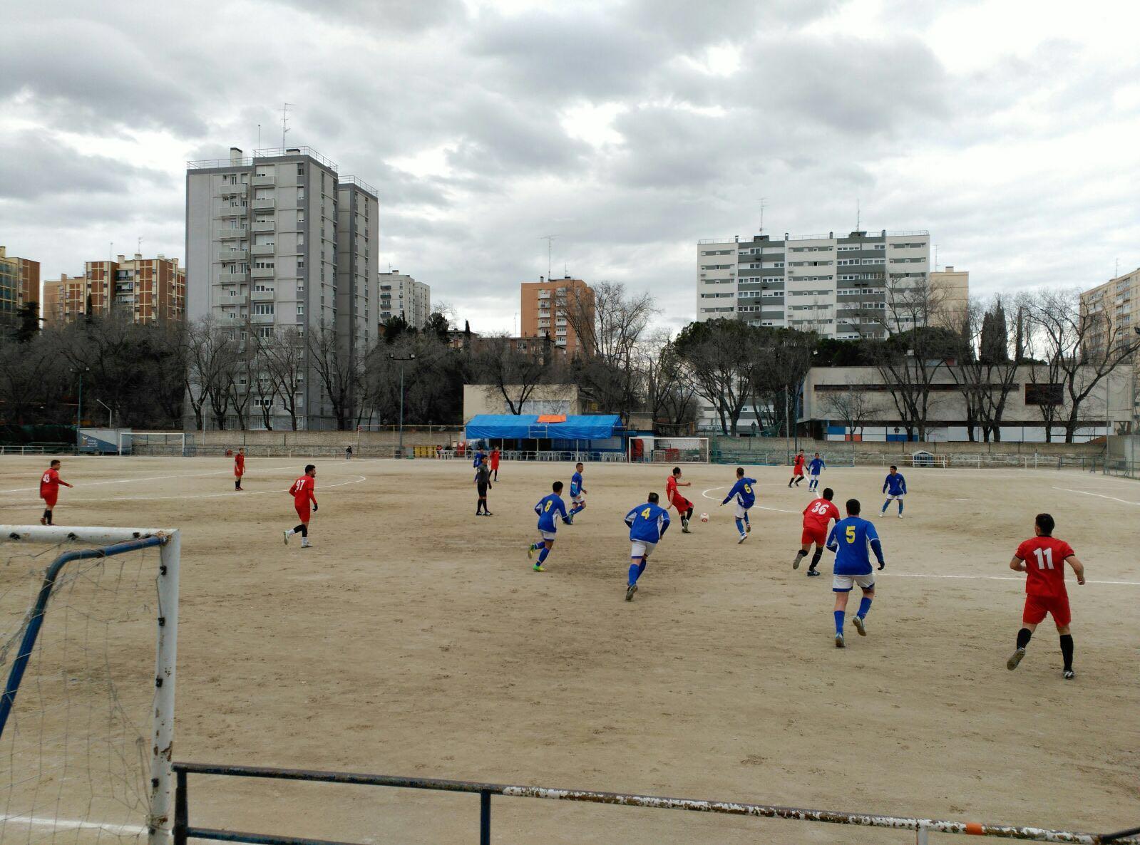 Torres de pisos baratos flanquean el estadio del San Cristóbal.