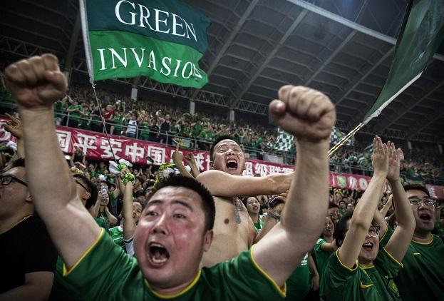 Los ultras también han llegado a la liga china como parte de la cultura futbolística importada.