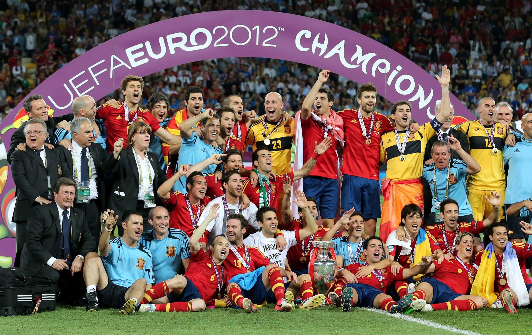 España intentará en Francia el más difícil todavía, conseguir su tercera Eurocopa consecutiva.