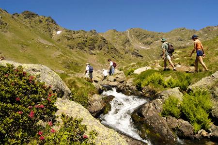 Uno de los objetivos del senderismo es gozar de la observación de los paisajes.