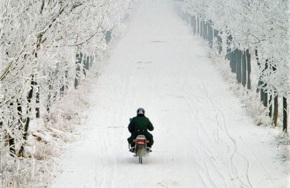 Es fundamental equiparse adecuadamente para disfrutar de la moto en cualquier estación.